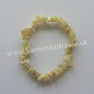 Opál medový - sekaný náramok gumičkový