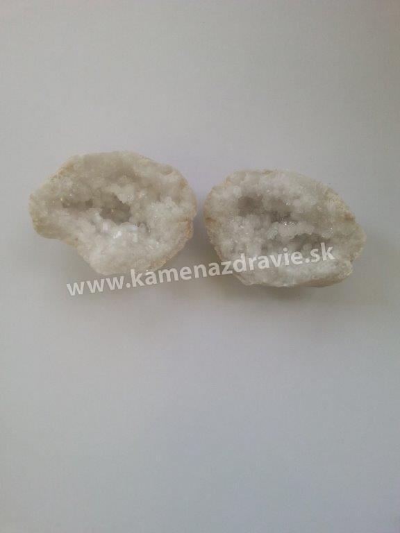 Krištáľové / chalcedónové / geódky - cca 4 cm